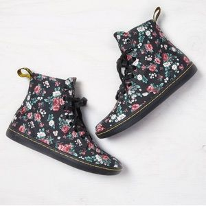NWOT Dr. Martens AirWair Hackney black floral